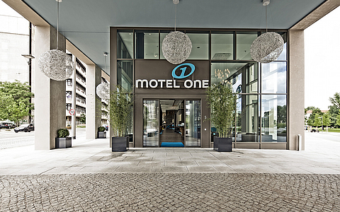 Hotel and office building Motel One Postplatz